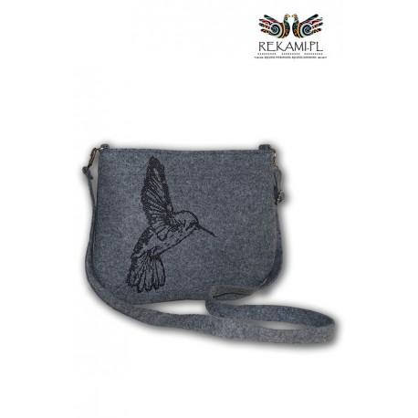 Mała torebka filcowa z kolibrem